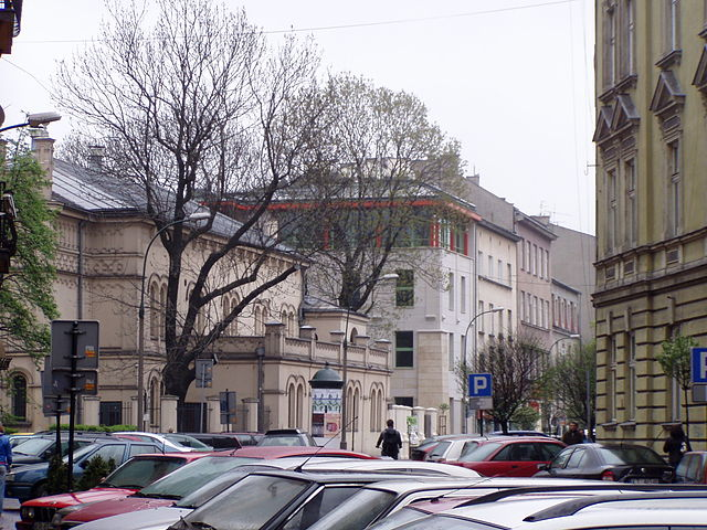 Temple Synagogue and JCC Kraków building at the back.