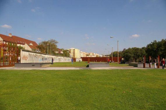 Berlin Wall Memorial = Gedenkstätte Berliner Mauer