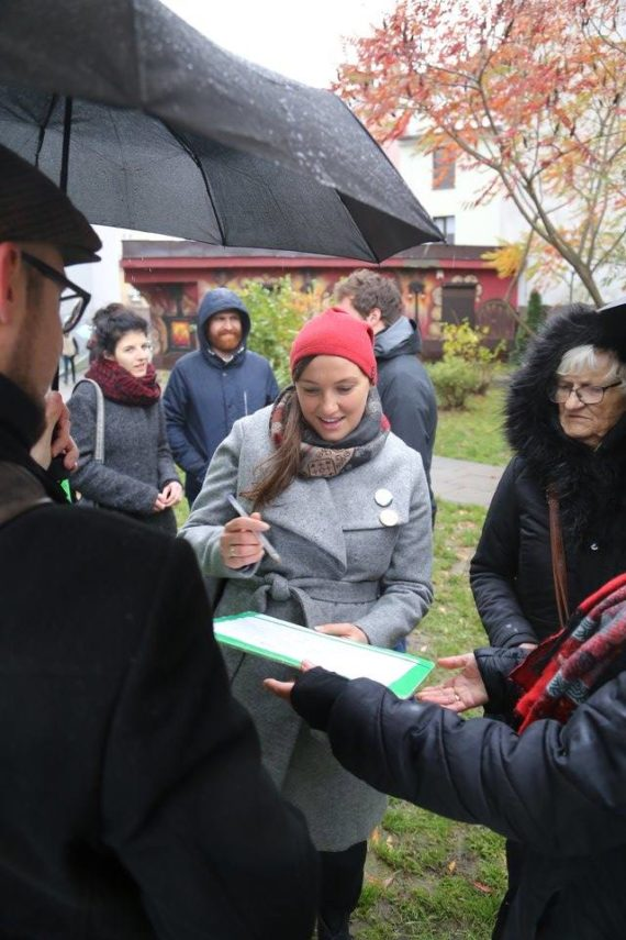 Gathering signatures for petition to name one of Kraków streets for Dawid Kurzmann.