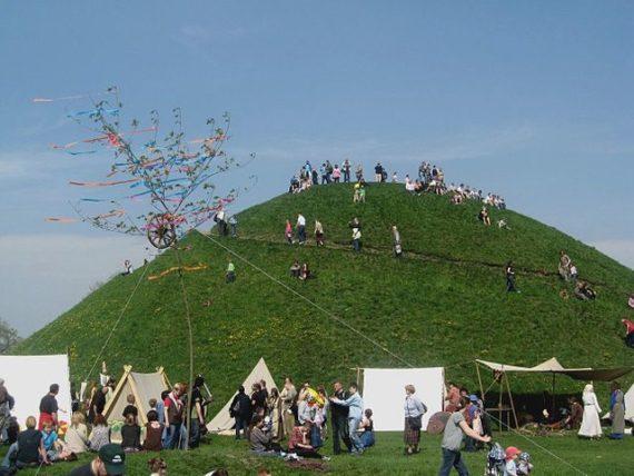 Krak's Mound during Rękawka fair.
