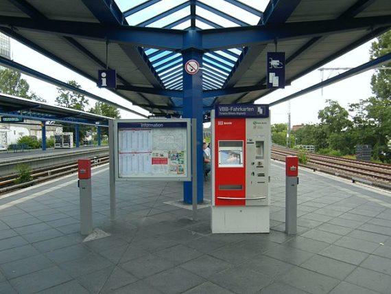Berlin Bahnhof - ticket machine